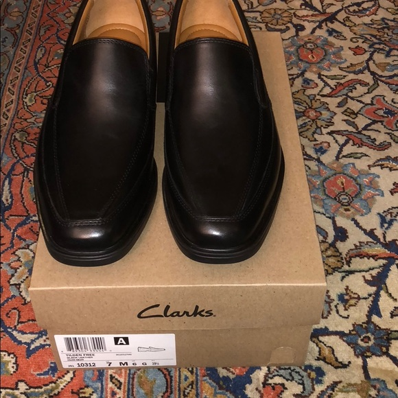 Nwb Mens Clarks Black Leather Loafer